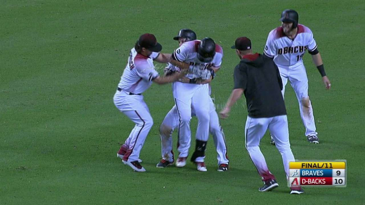 D-backs walk off in 11th after Braves rally in 9th