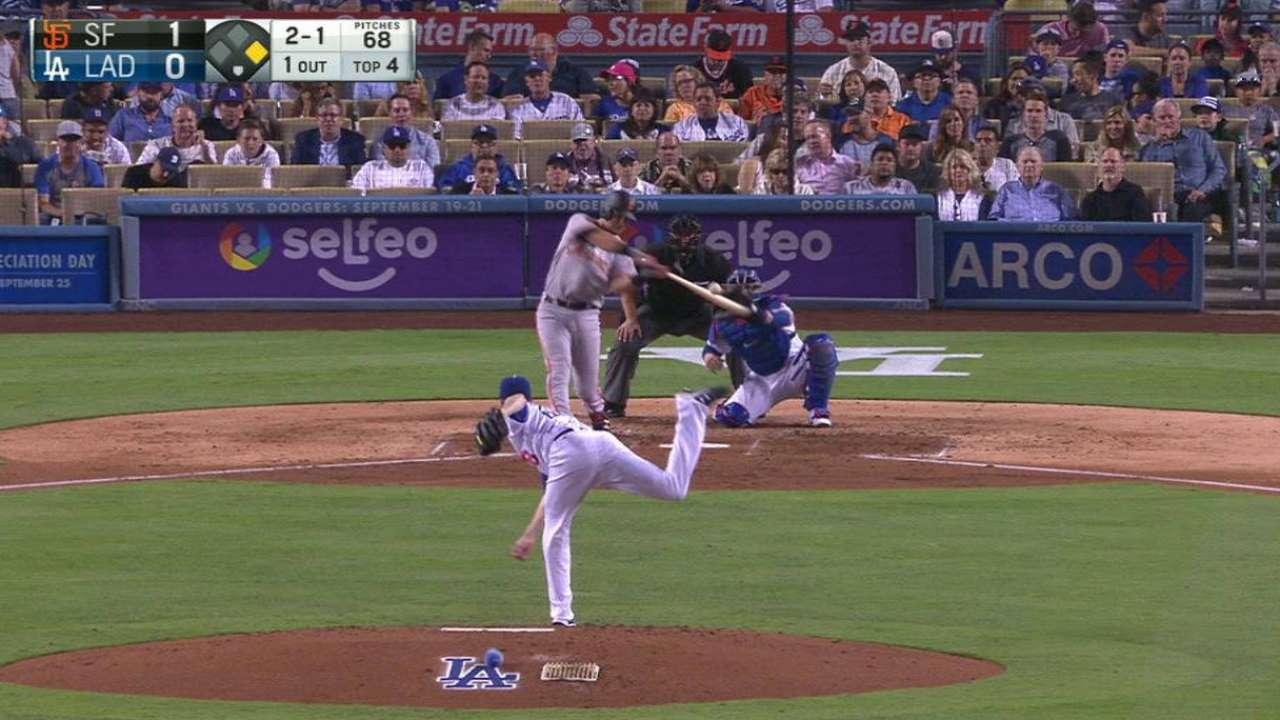 Moore coquetea con juego sin hit ni carrera en triunfo vs. Dodgers
