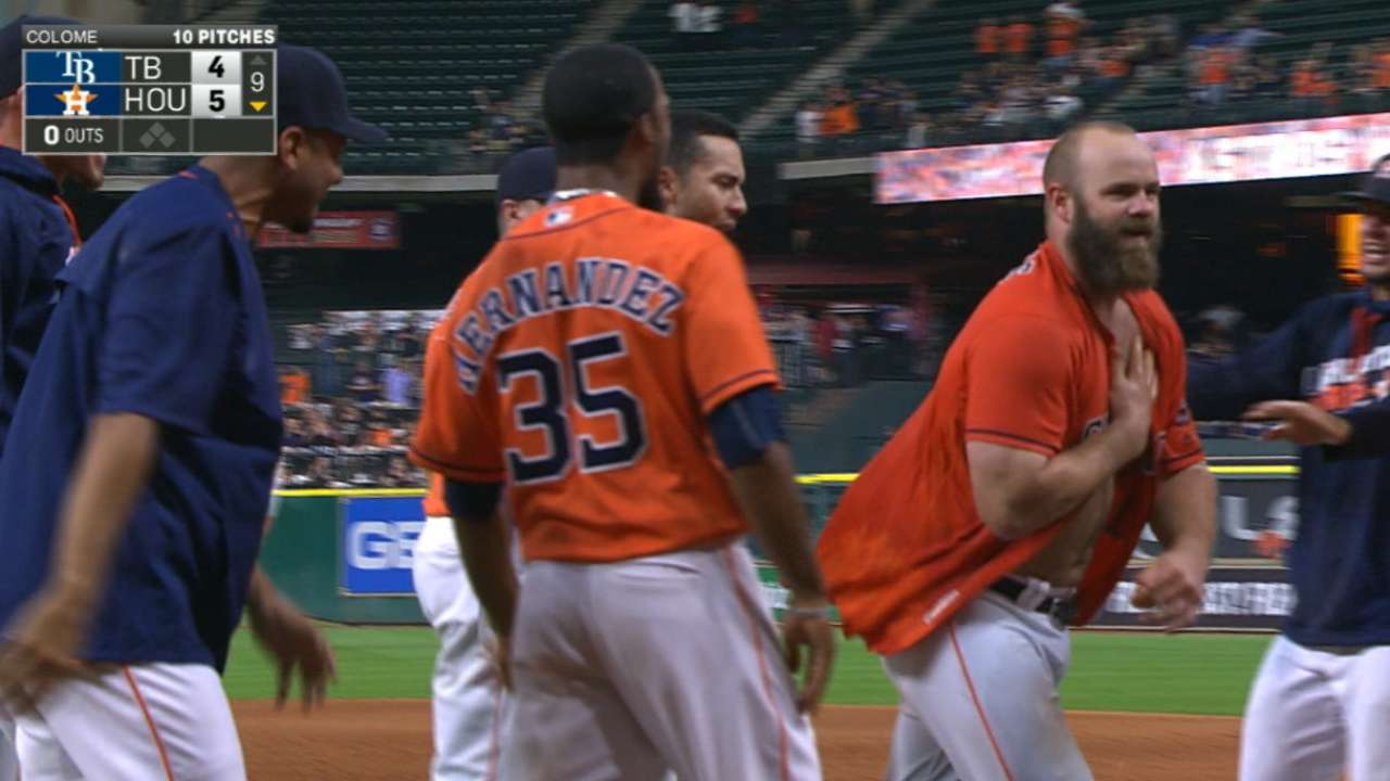Astros respond with back-to-back HRs in 9th