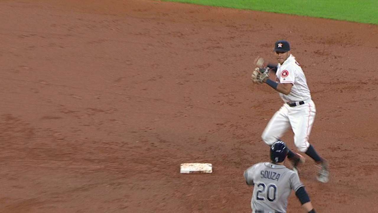 Keuchel escapes a jam in the 2nd