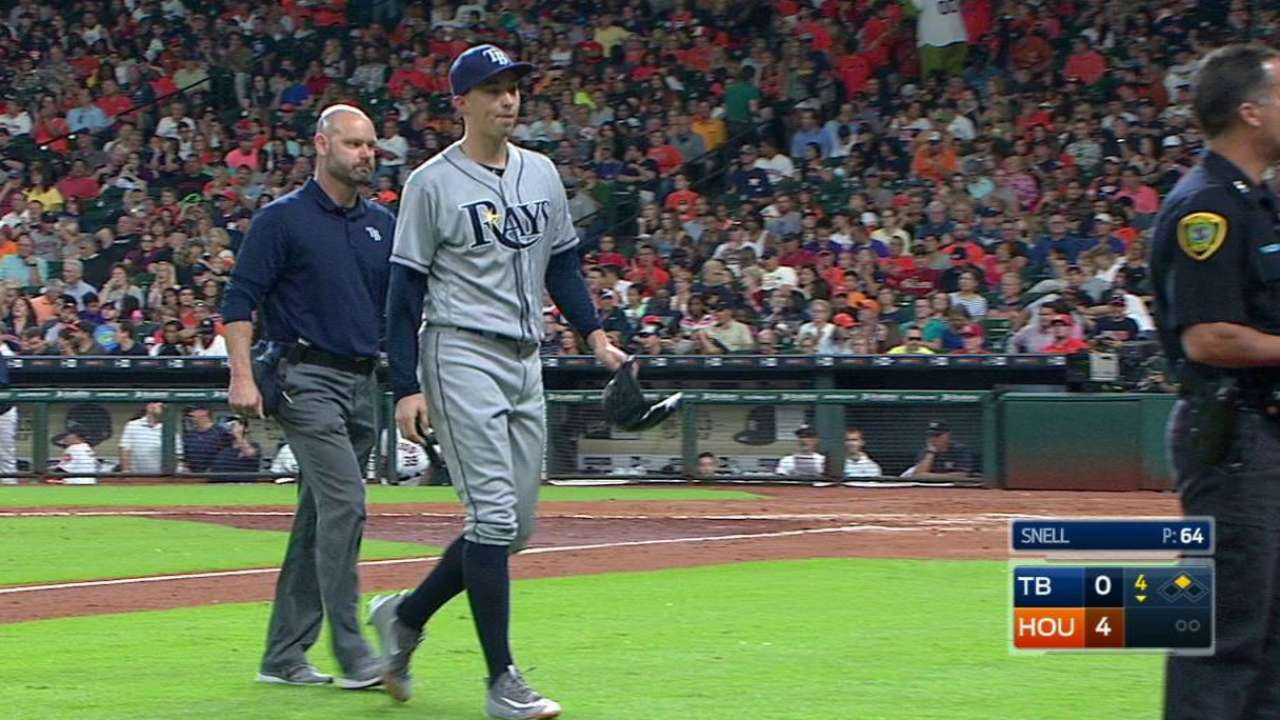 Snell 'fine' after leaving with bruised left leg