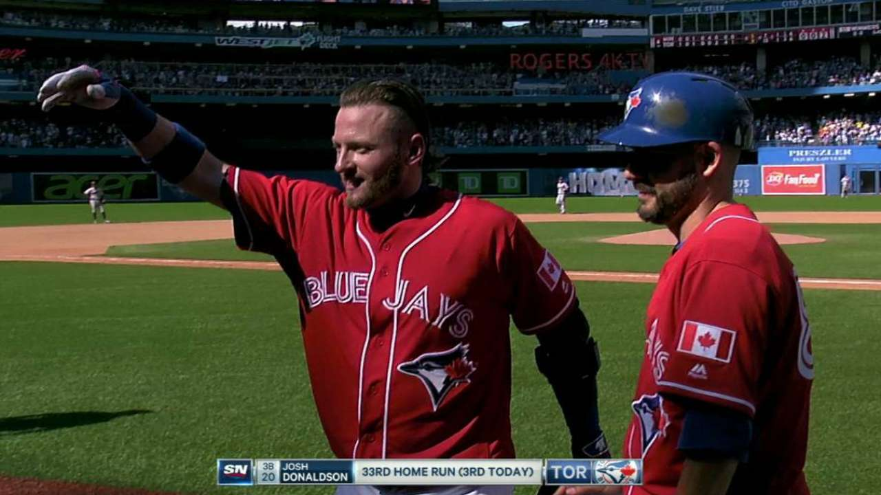 Donaldson hits 3 HRs; Blue Jays sweep Twins