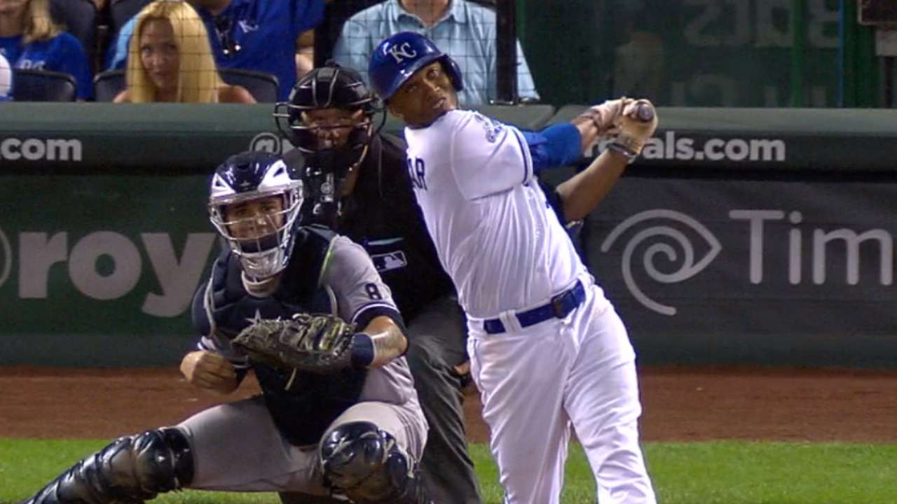 Royals ride 5-run 7th to gain in Wild Card race
