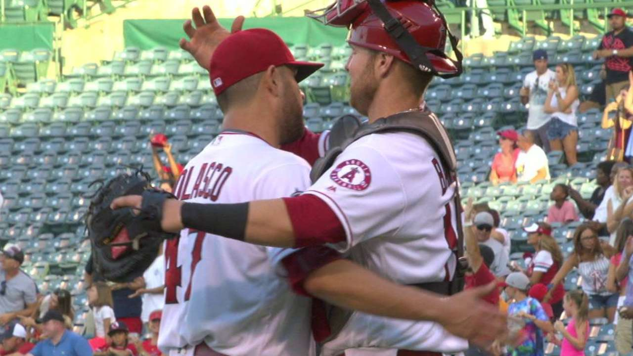Nolasco clinches sweep with CG over Reds