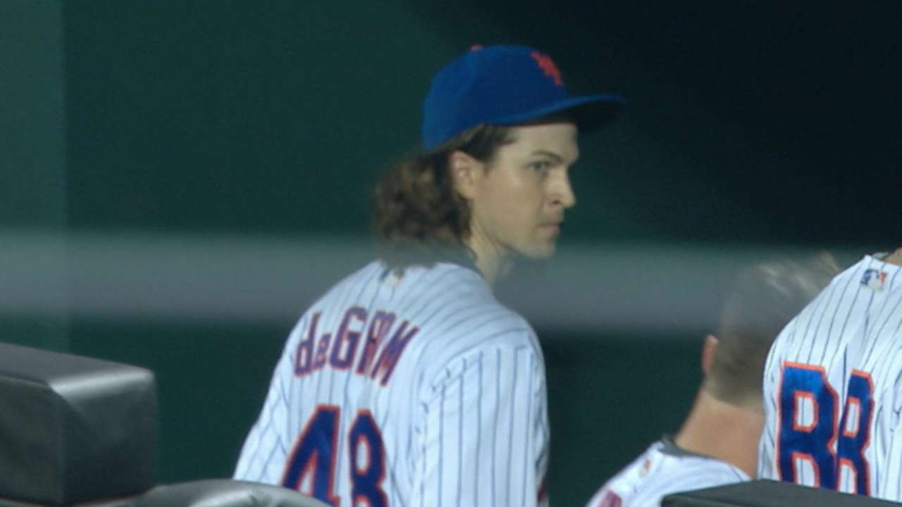 deGrom calls for trainer, exits