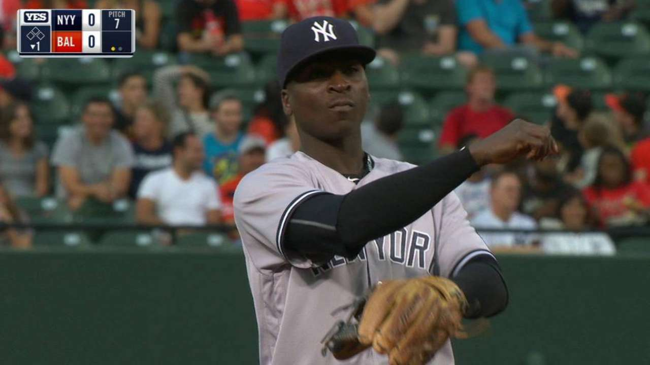 Gregorius hustles, gets the out