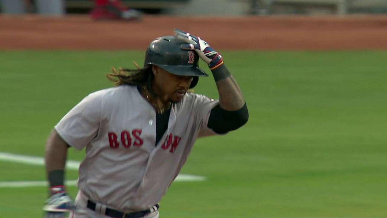 Boston apalea a Oakland y empata en la cima del Este