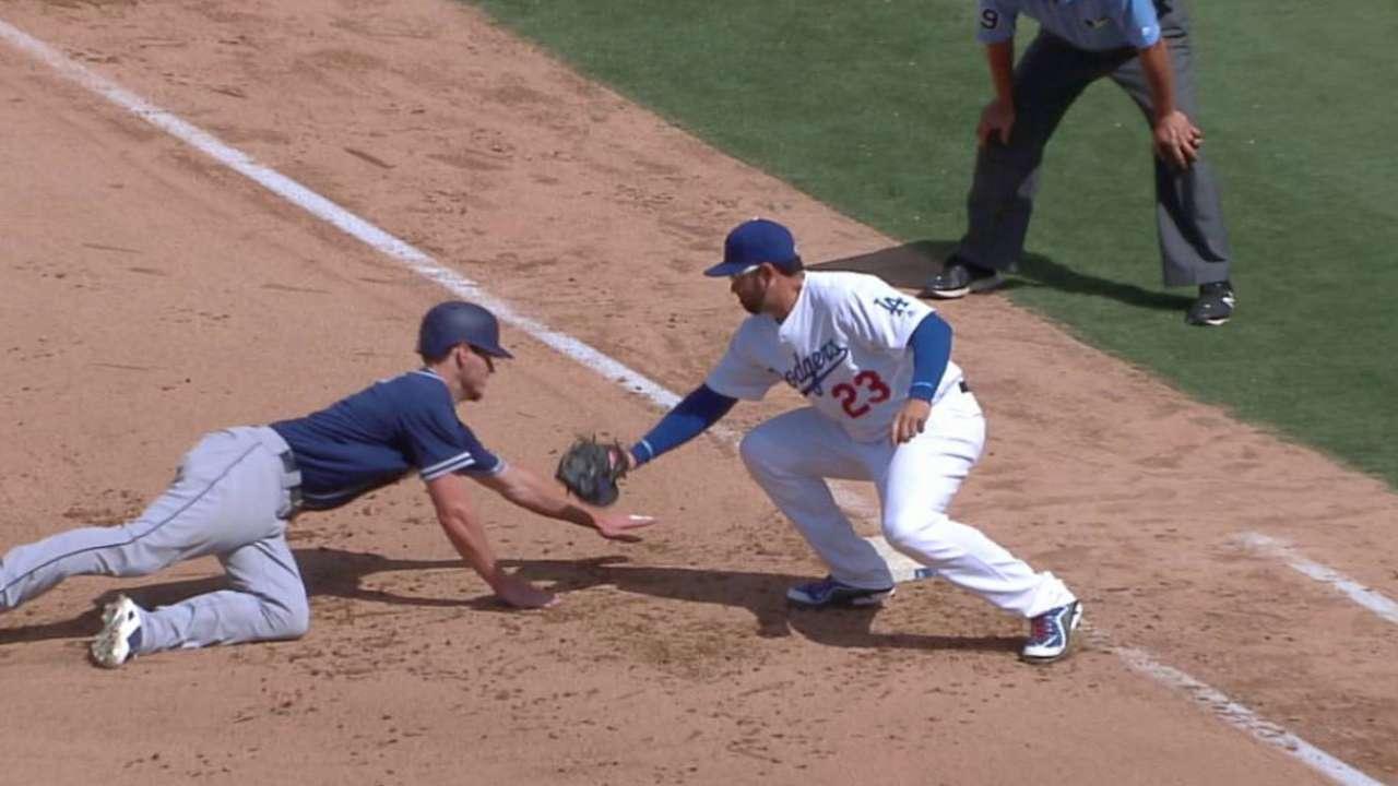 De Leon picks off Myers