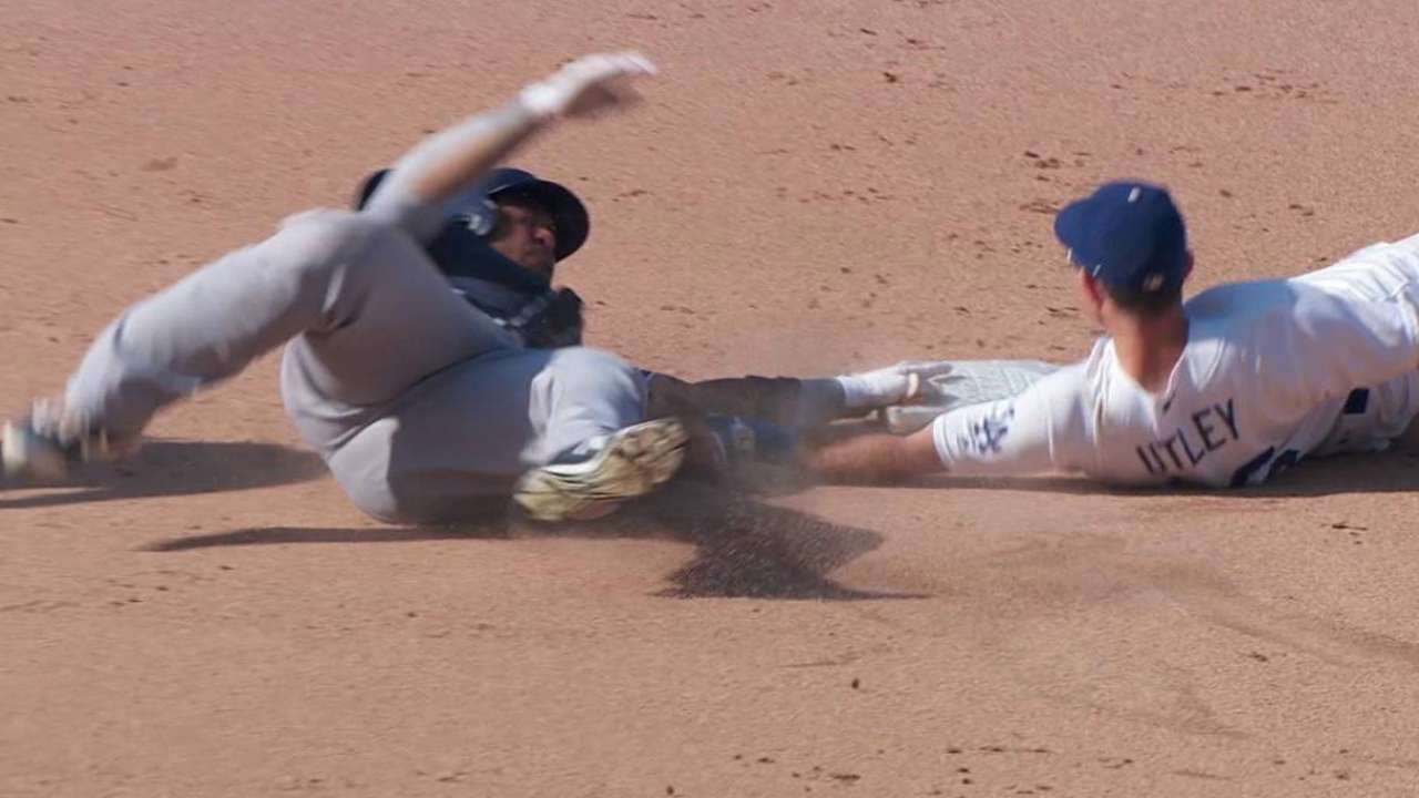 Utley's no-look tag shuts down Padres' threat