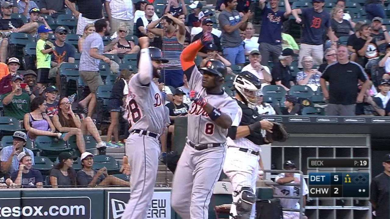 Tigers top Sox in 11, remain tied for 2nd WC
