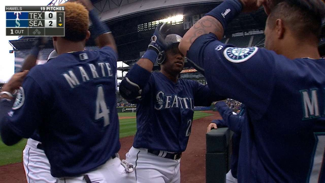 Mariners erupt for five runs