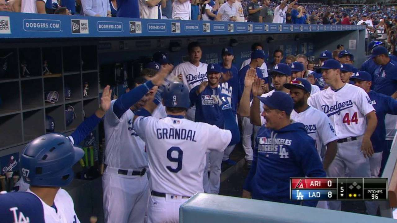 Dodgers rout D-backs after teeing off on Greinke