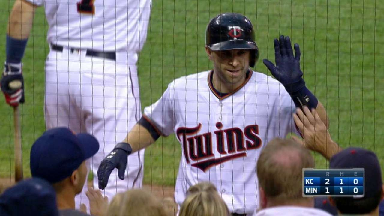 Dozier ties Twins mark, homers in 5th straight game