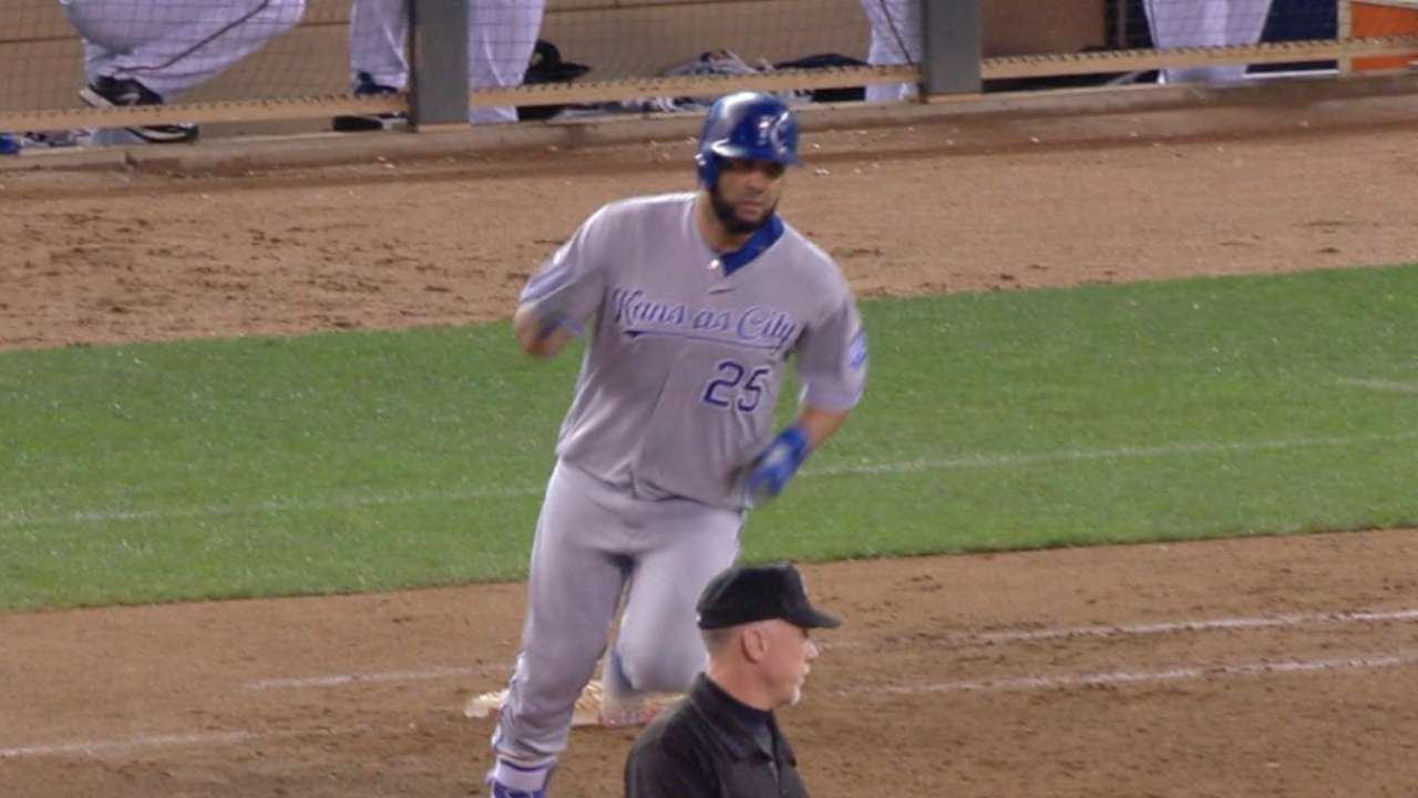 Kendrys' 2nd HR in 7-run 9th propels Royals