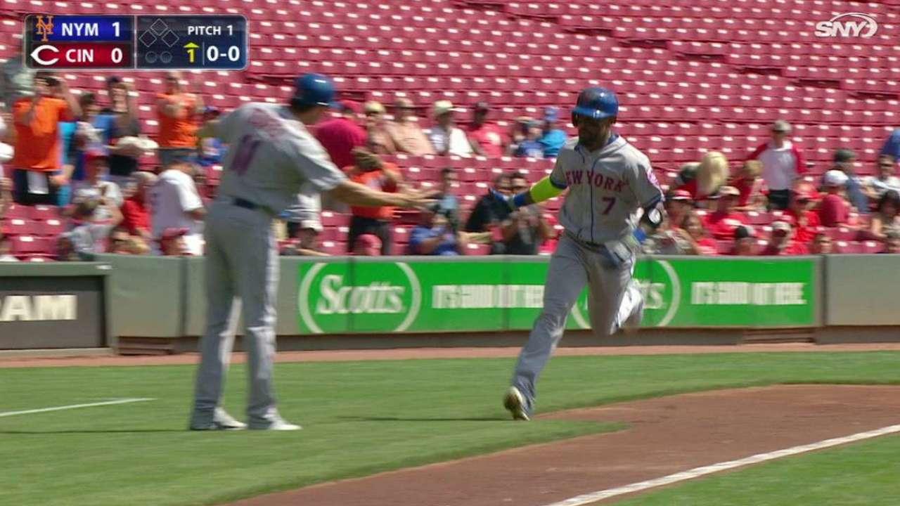 Reyes' leadoff homer