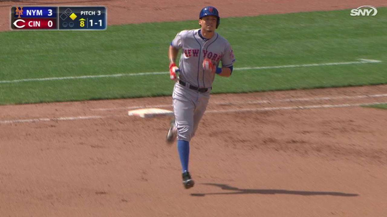 Flores' pinch-hit two-run homer