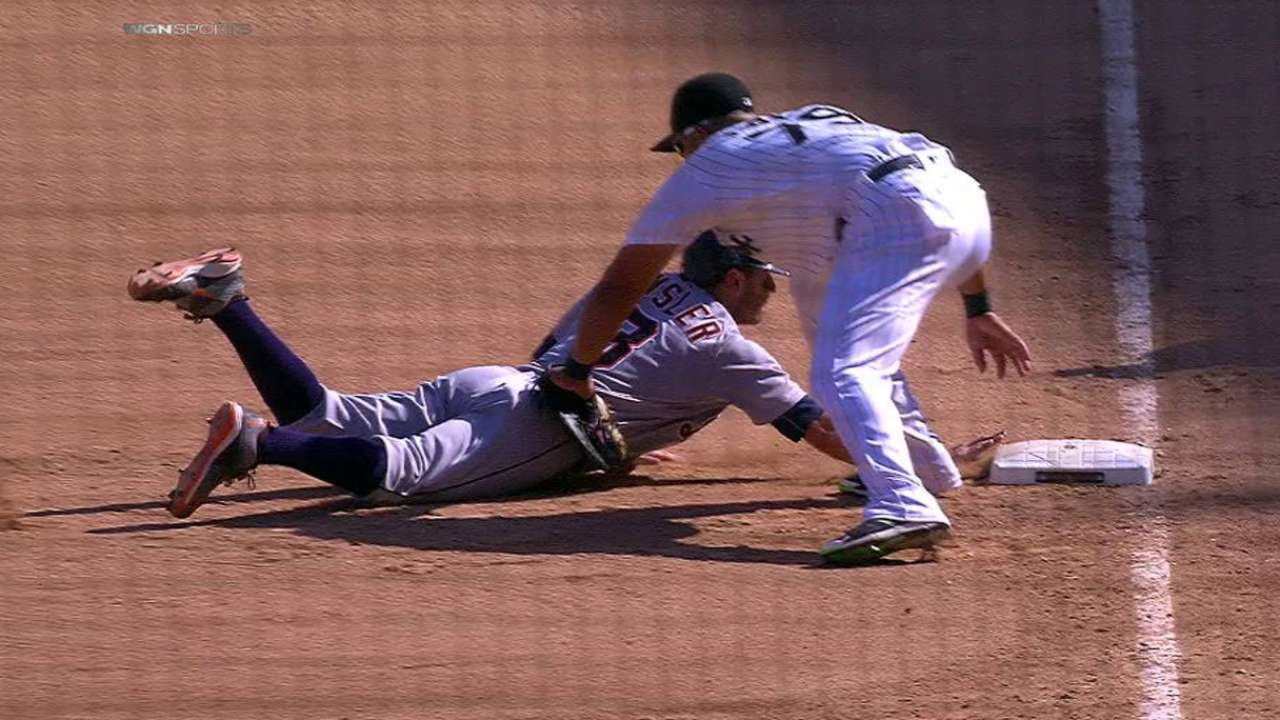 Quintana's pickoff confirmed