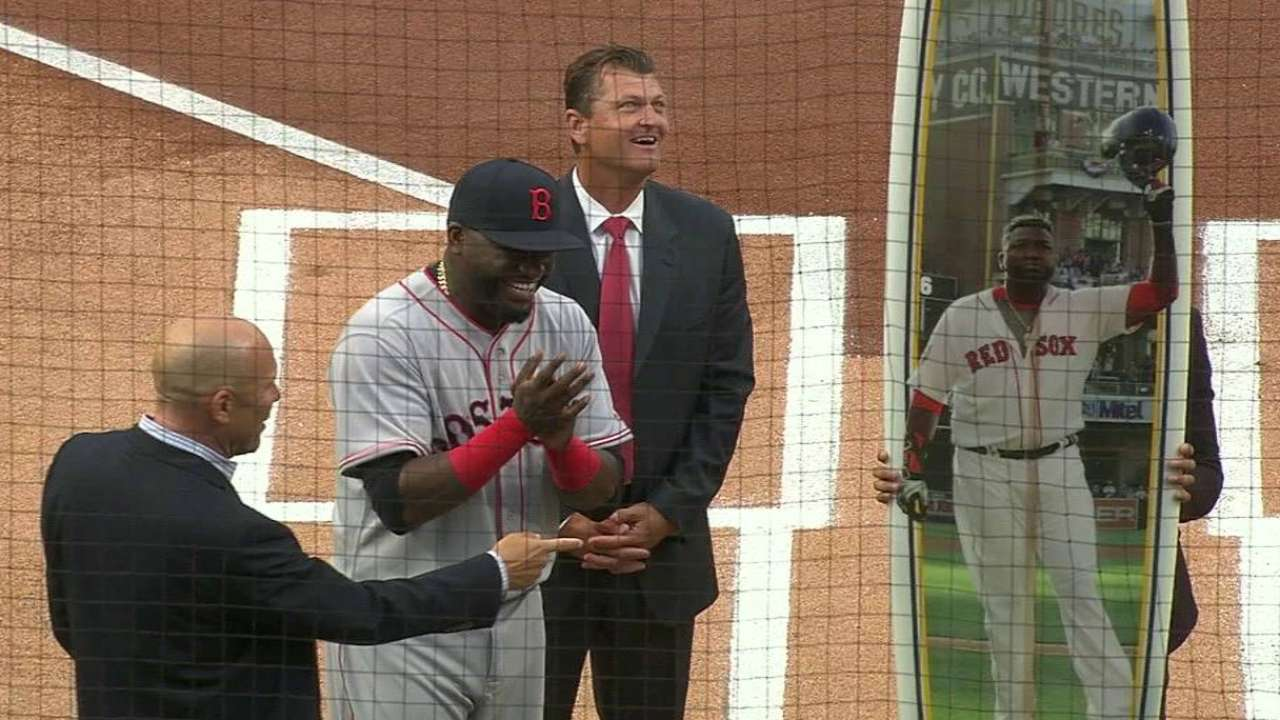 Papi gets surfboard from Padres