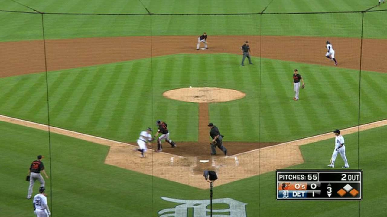 Trumbo throws out Kinsler
