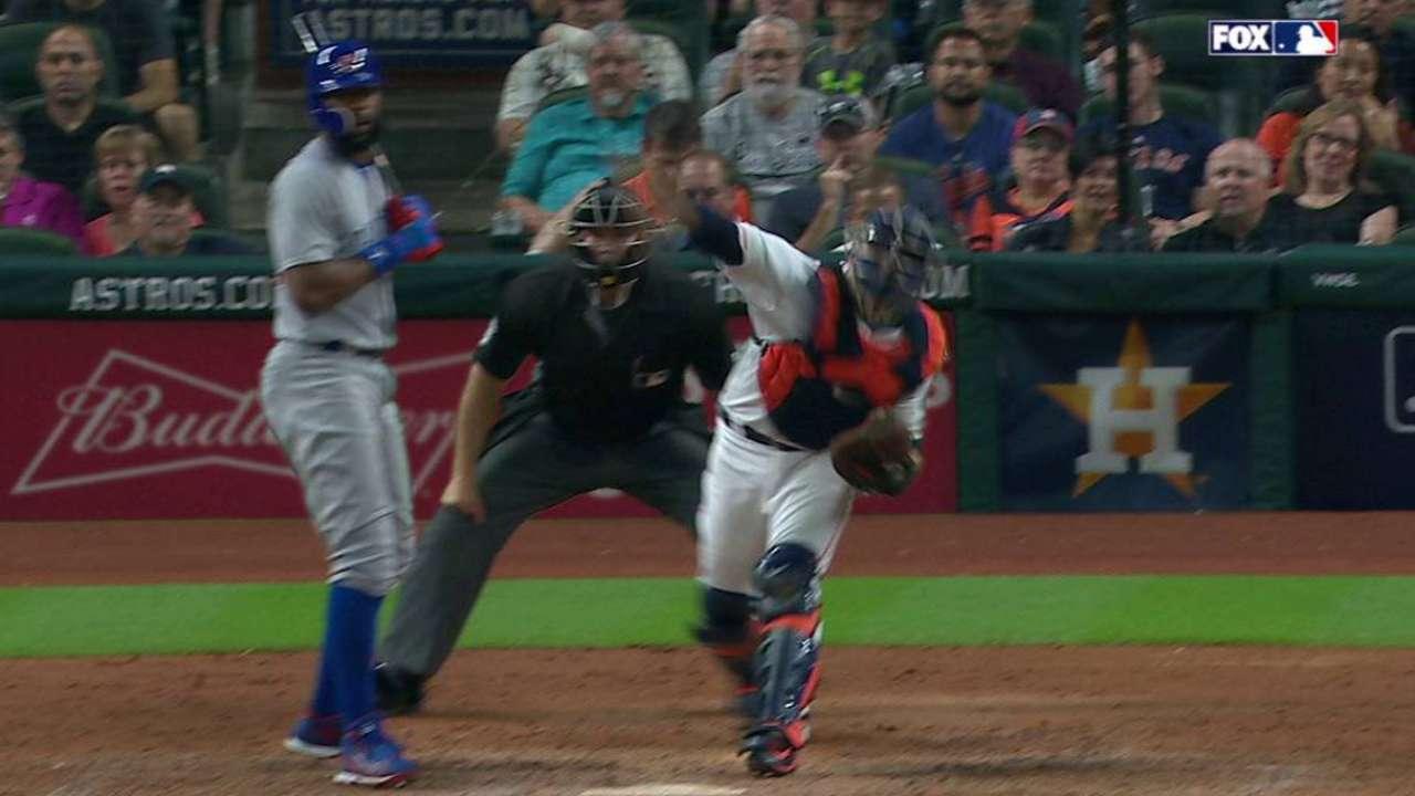 Castro throws out Contreras