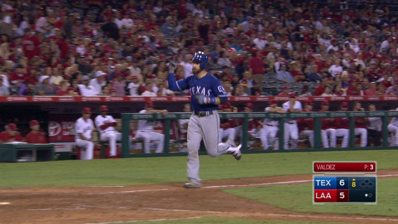 Lucroy's go-ahead two-run homer