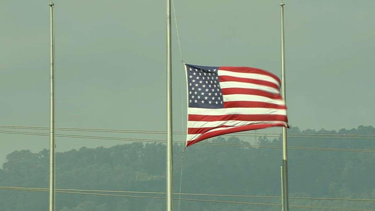 Mariners, A's participate in 9/11 tribute
