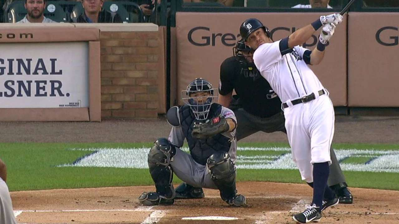Kinsler ties Tigers' record with leadoff homer