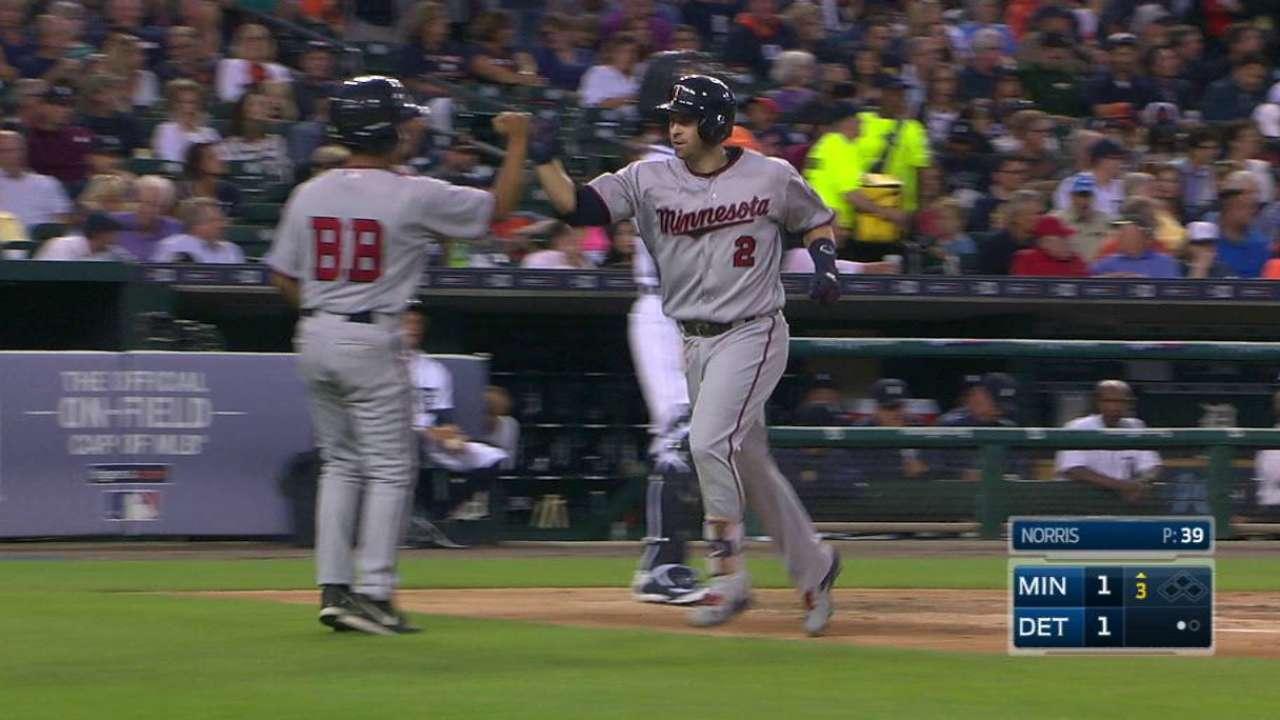 Dozier's 40th home run