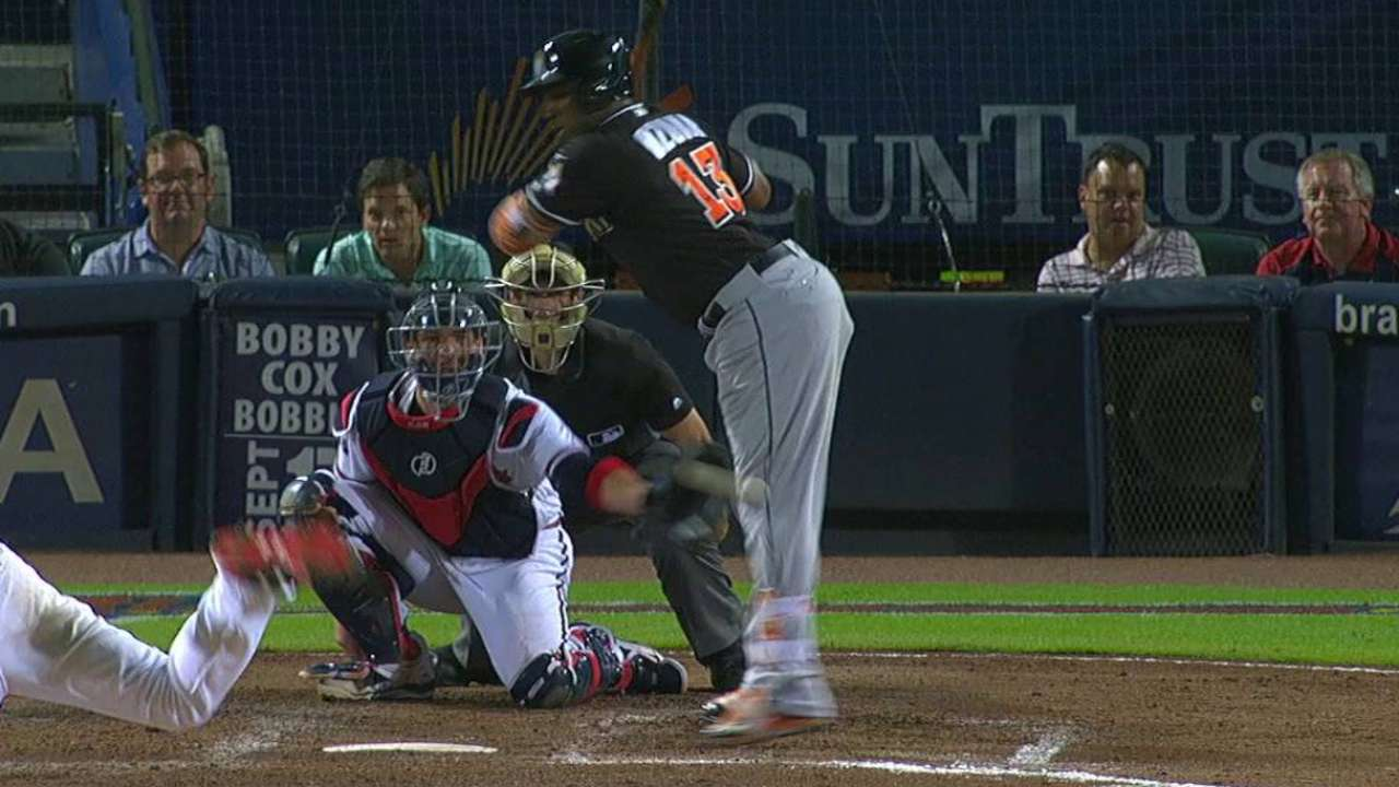Ozuna exits with left knee bruise after HBP
