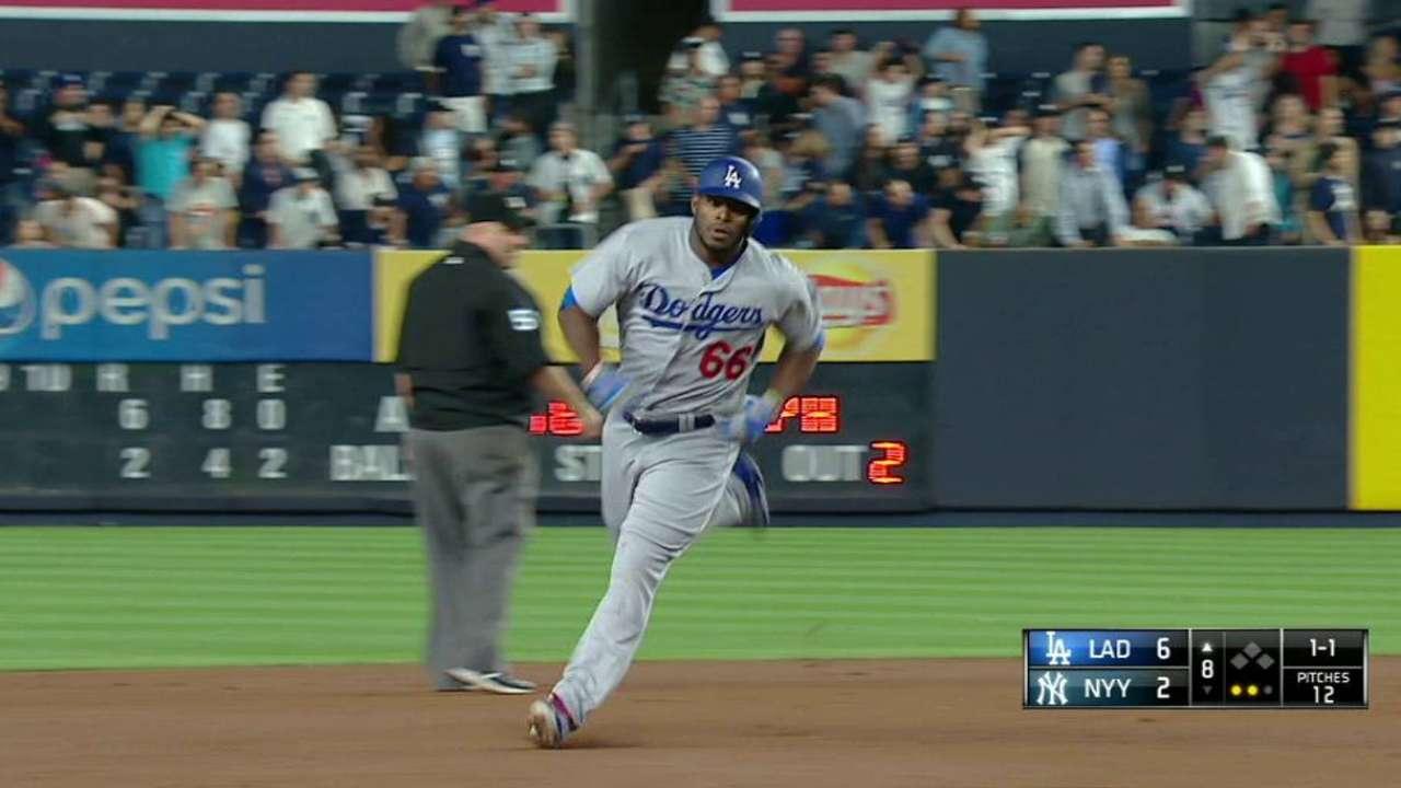 Yasiel Puig se gana los elogios del manager Dave Roberts en los Dodgers