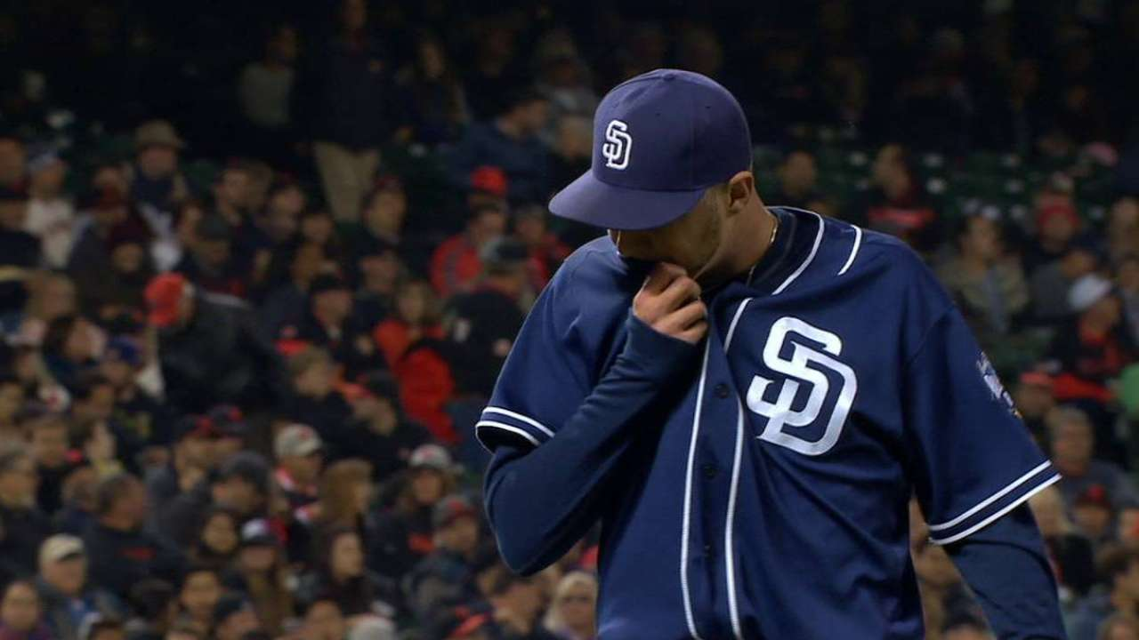 Padres prevent Giants from gaining in Wild Card