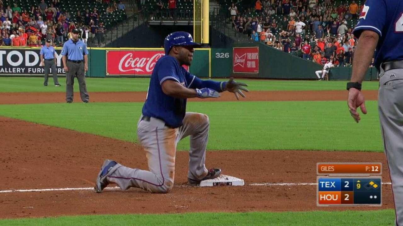 Andrus' game-tying RBI triple