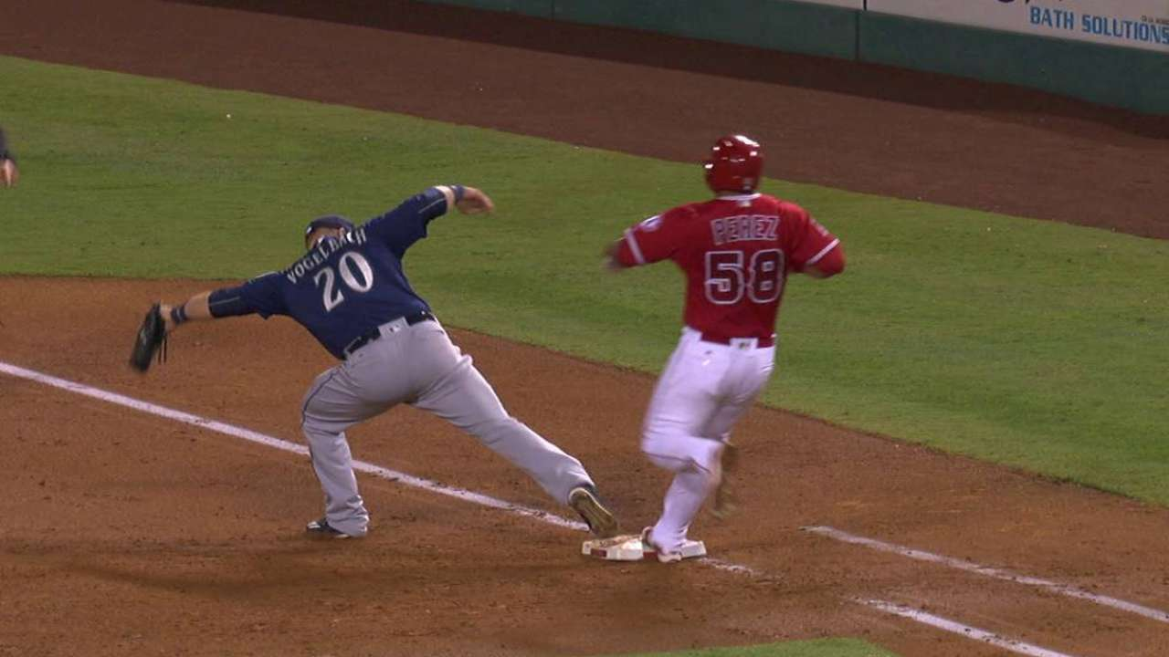 Seager throws out Perez