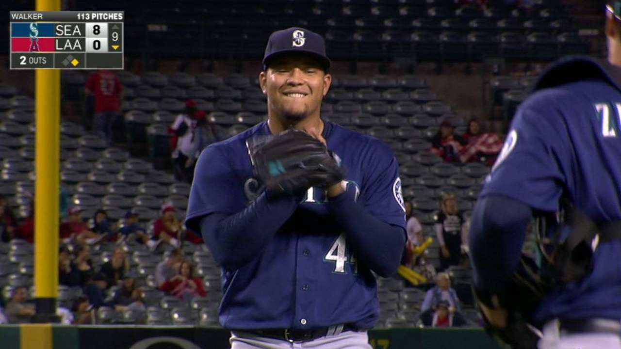 Mariners win 7th straight on Walker's 3-hitter