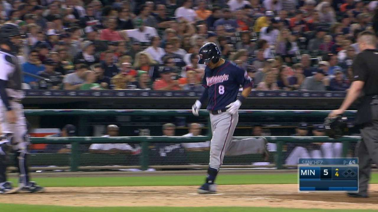Suzuki's three-run homer