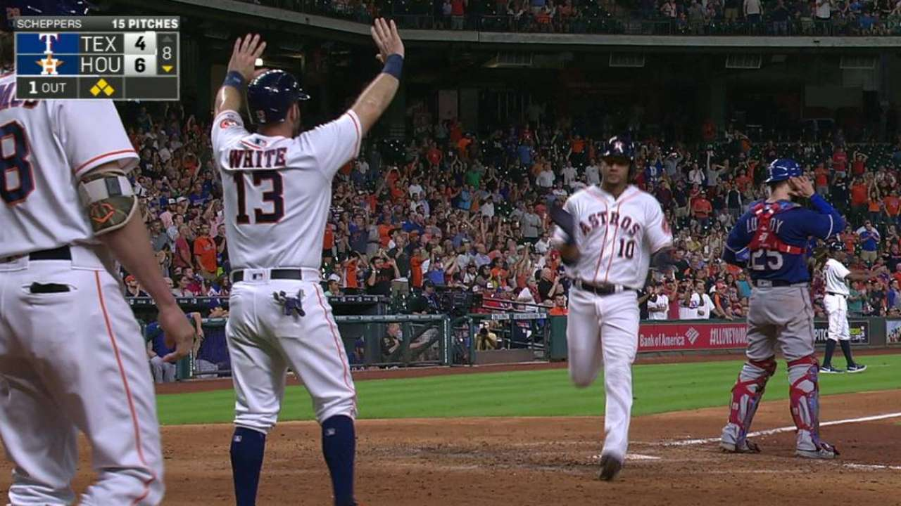 Marwin's versatility key to Astros' victory