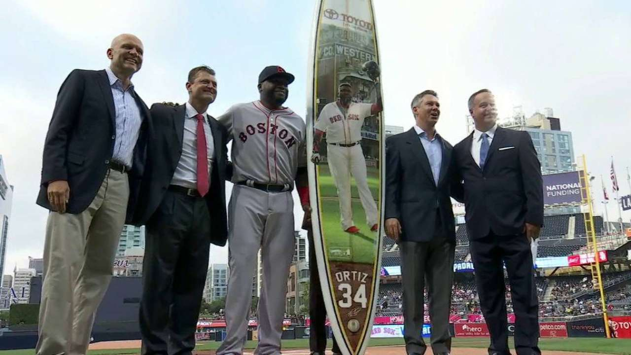 Ortiz receives tribute, giant surfboard from Padres