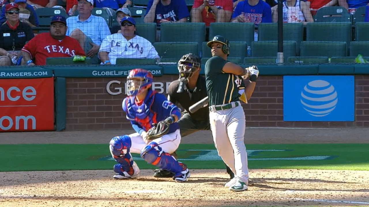 Davis reaches 40-homer mark with two dingers