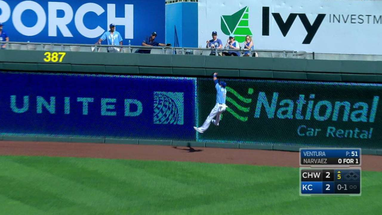 Orlando makes spectacular leaping grab