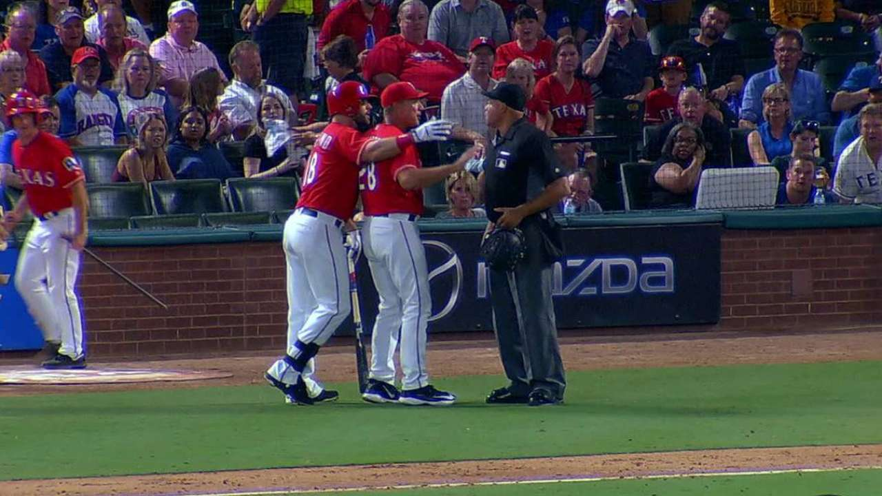 Moreland ejected in the 4th