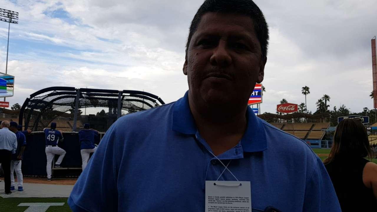 Julio César Urías ansía ayudar a los Dodgers en cualquier papel