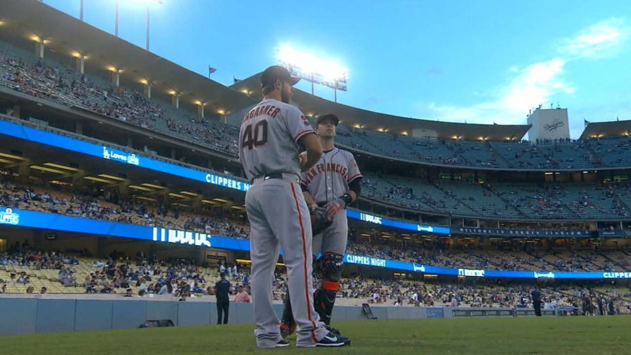Bumgarner does his part with stellar start