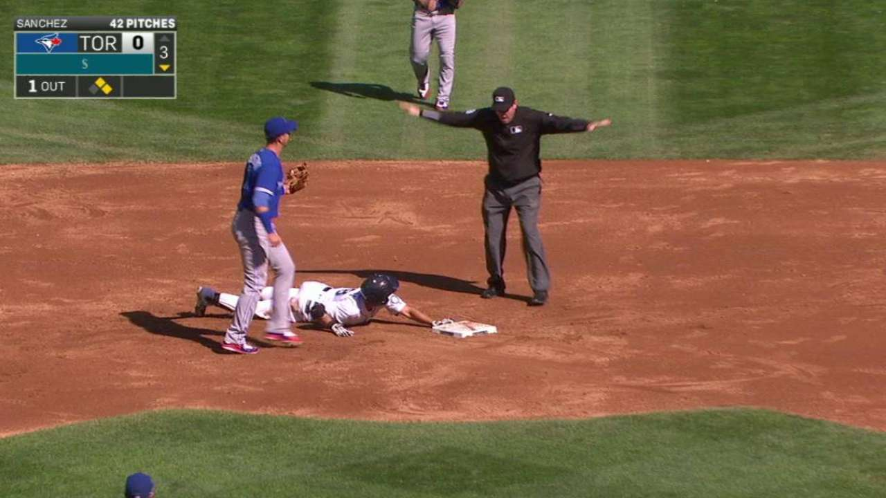 Cano delivers in 12th for Wild walk-off vs. Jays