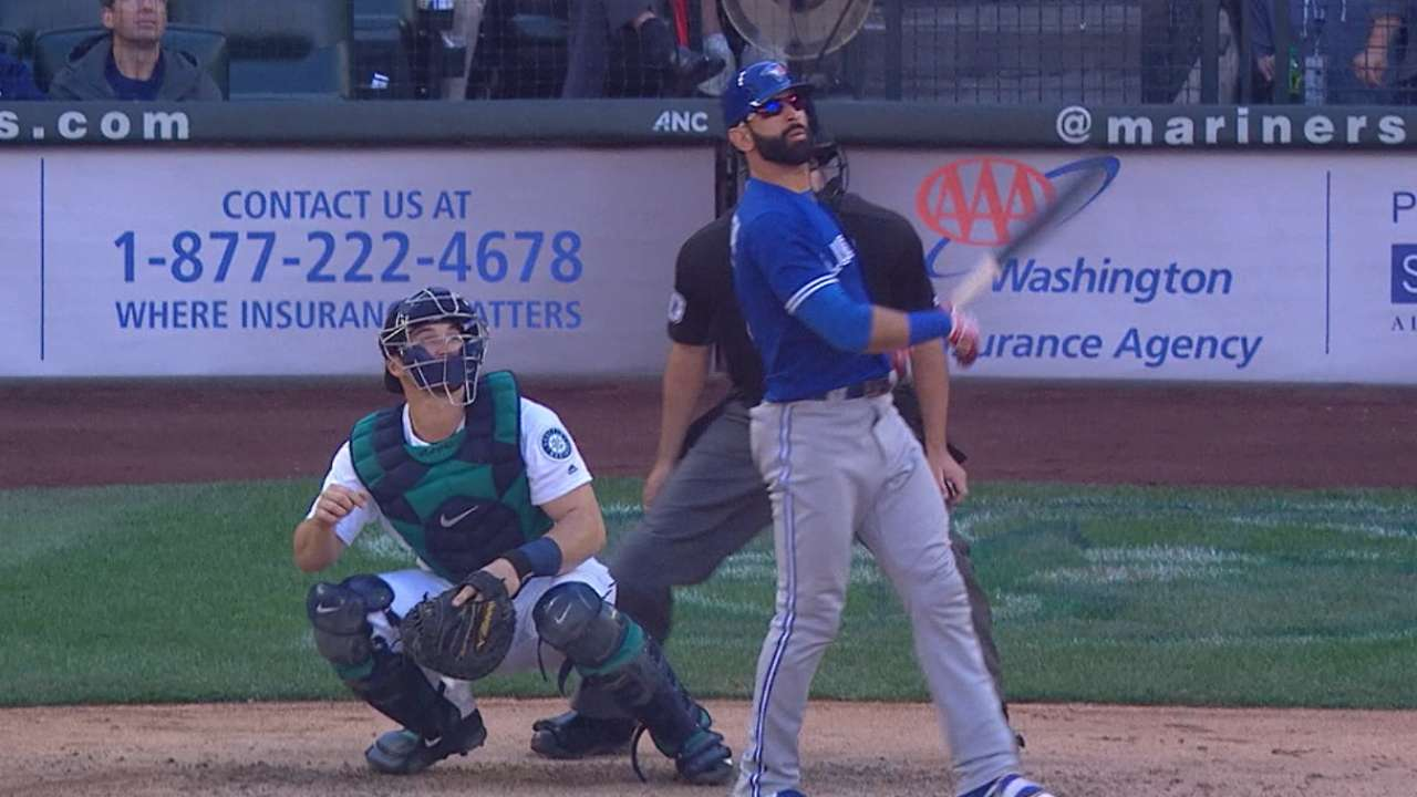 Bautista rises to occasion, hits game-tying HR
