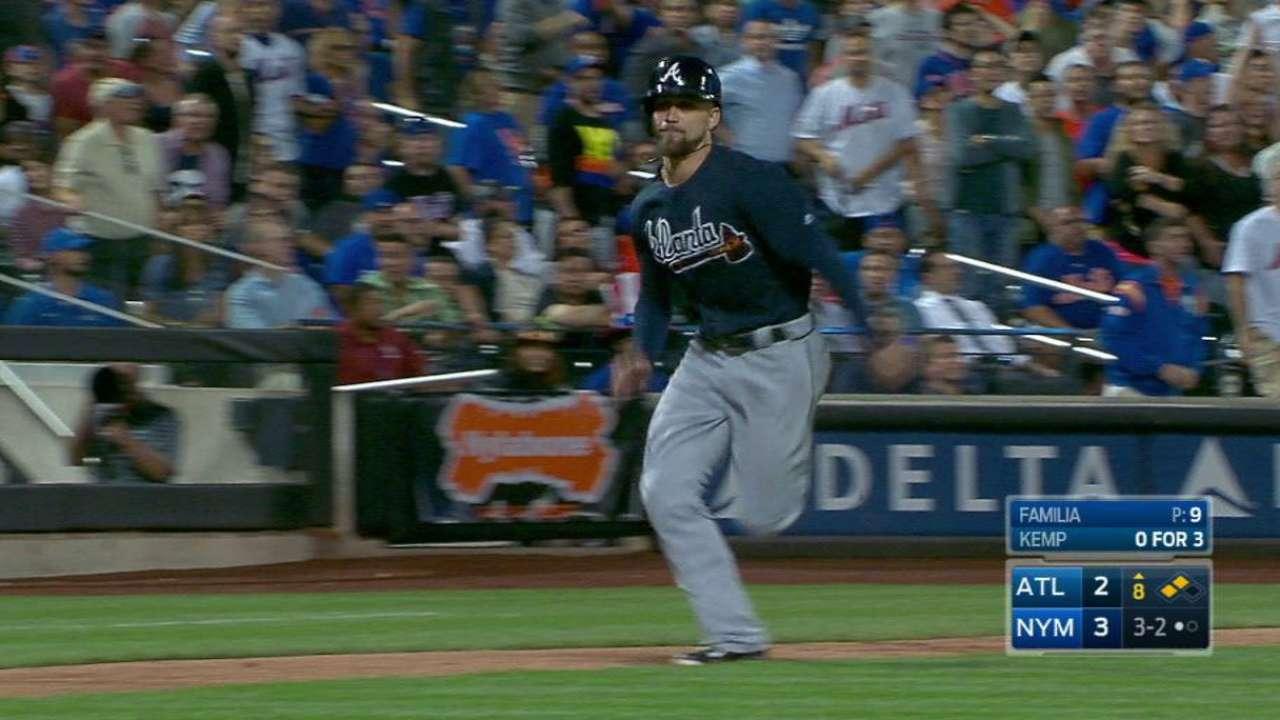 Kemp's game-tying sac fly