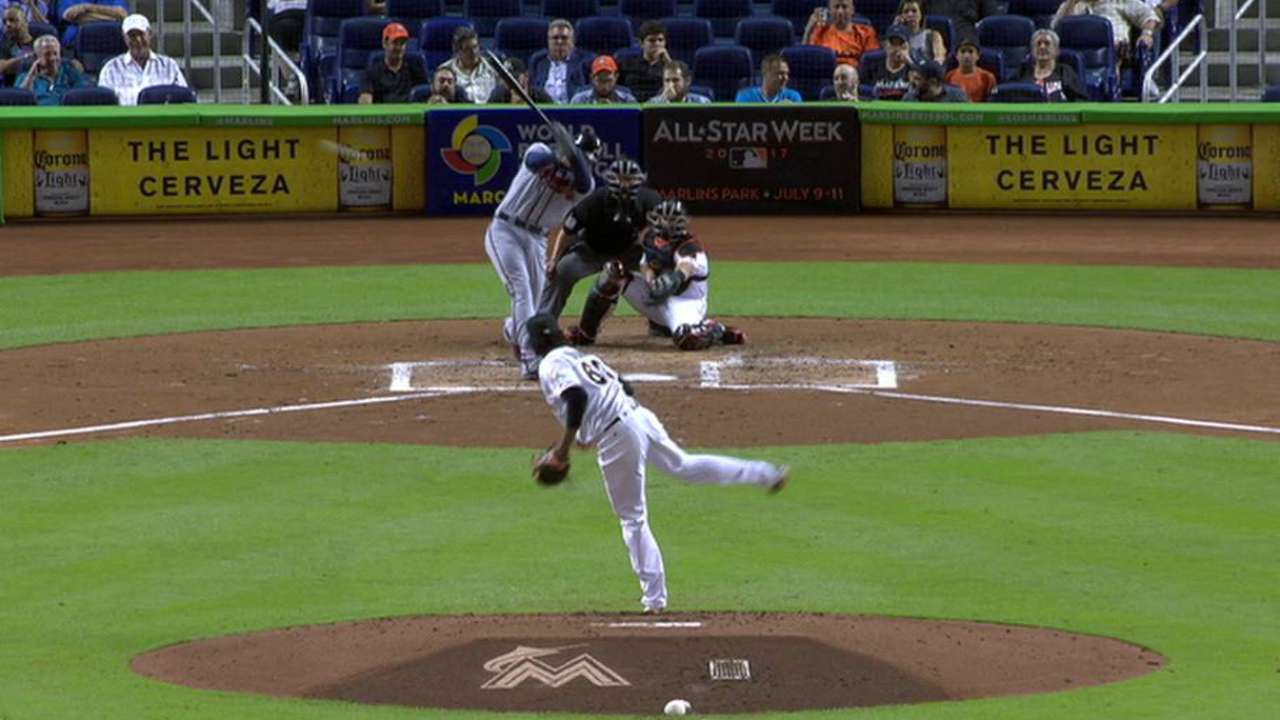 Freeman's 42-game on-base streak passes Chipper