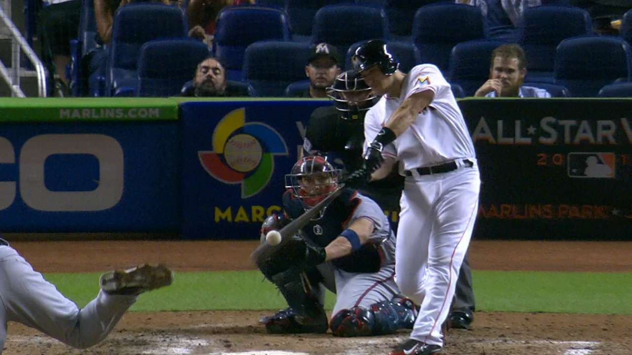 Marlins may try Realmuto at first vs. southpaws