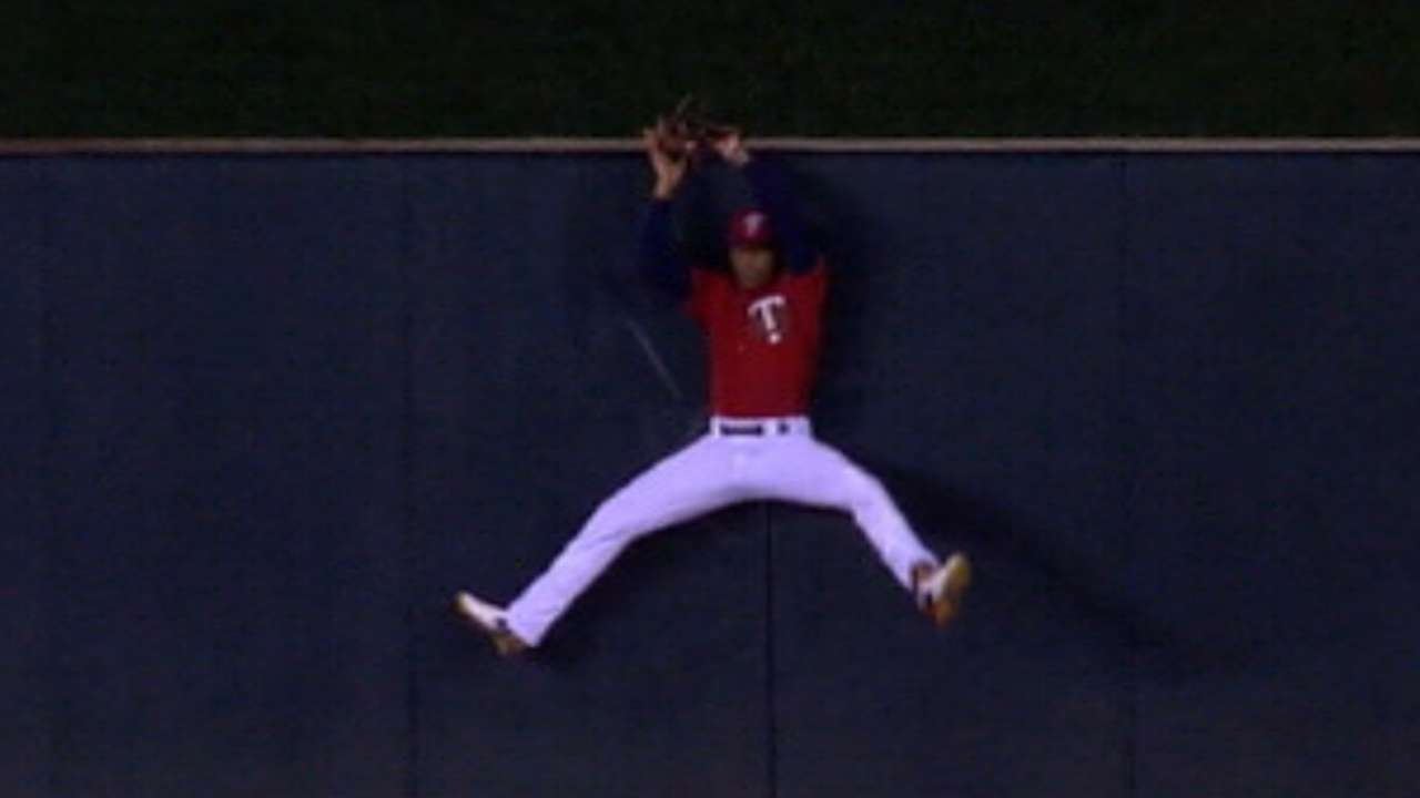 Statcast of the Day: Buxton robs HR by leaps and astounds
