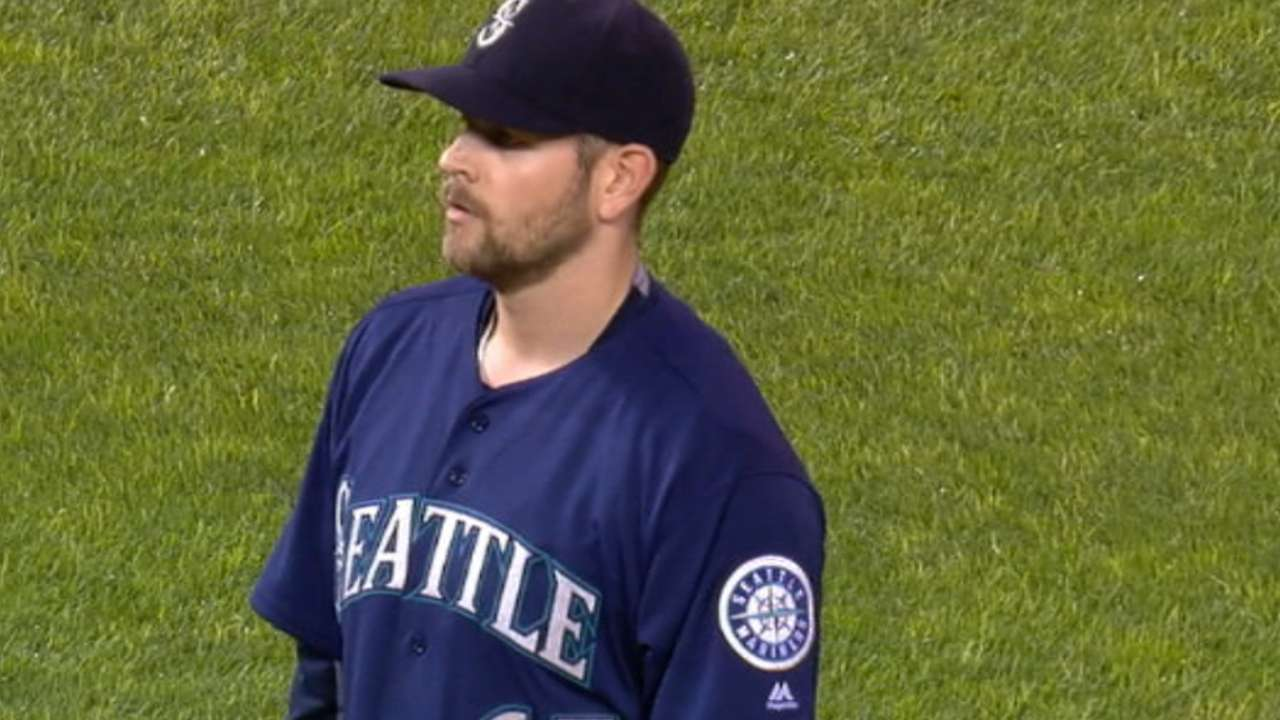 Paxton sharp as Mariners erupt to keep pace