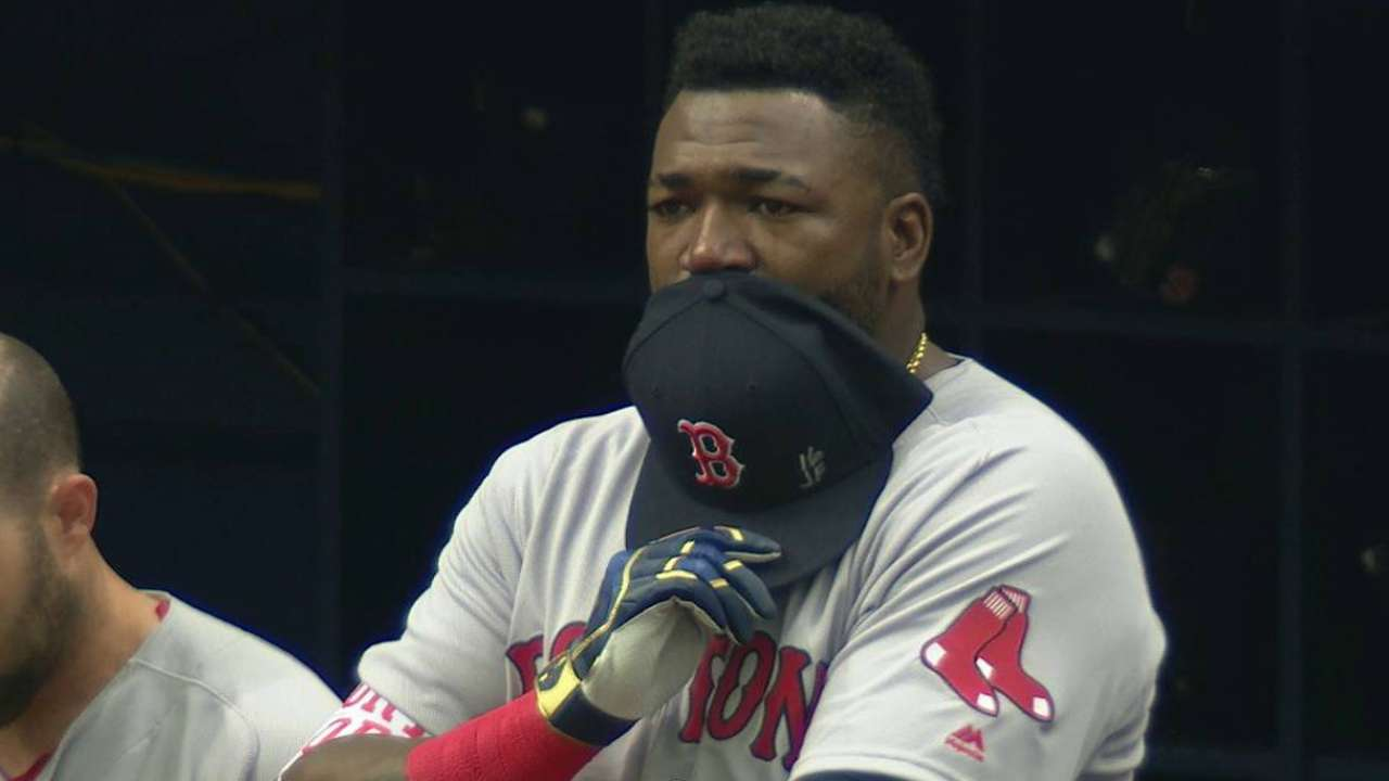 Ortiz cancels ceremony; honors friend Fernandez